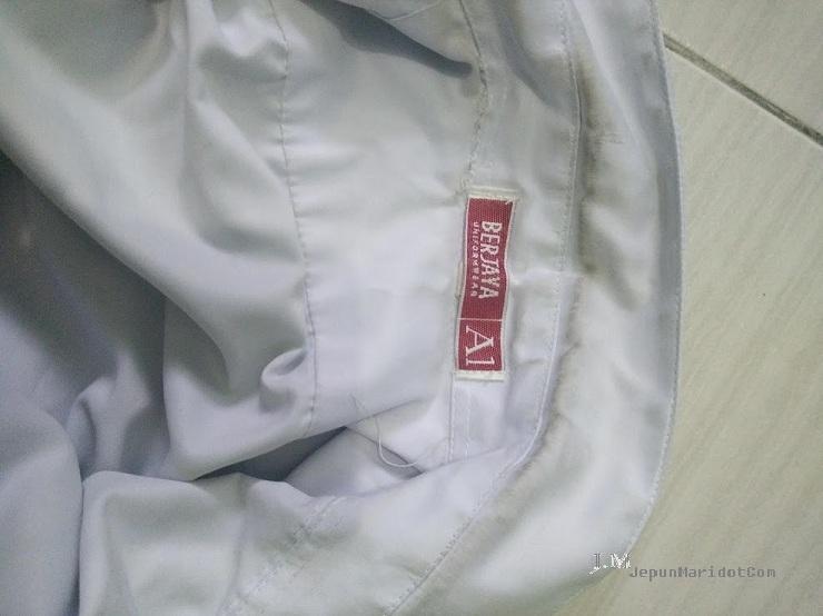 Baju sekolah anak putih beseri dengan Savonn Magic. yahoooo!!
