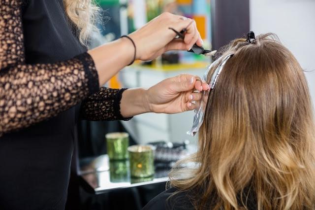 Consejos para reparar el cabello dañado por decoloración