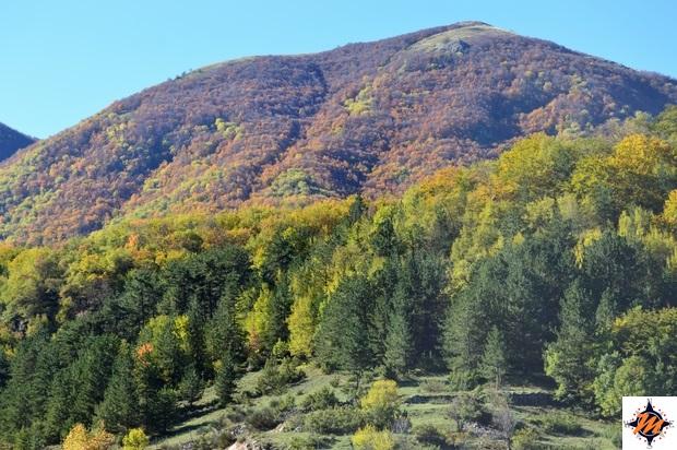 Colori autunnali sulle montagne attorno a Scanno