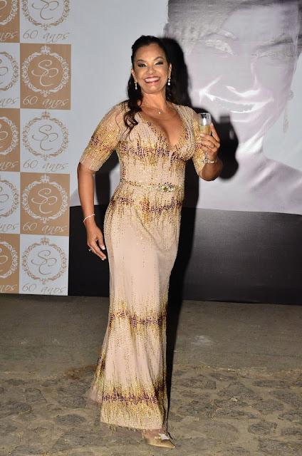 Solange Couto, festa 60 anos estilo debutante, vestido para receber convidados