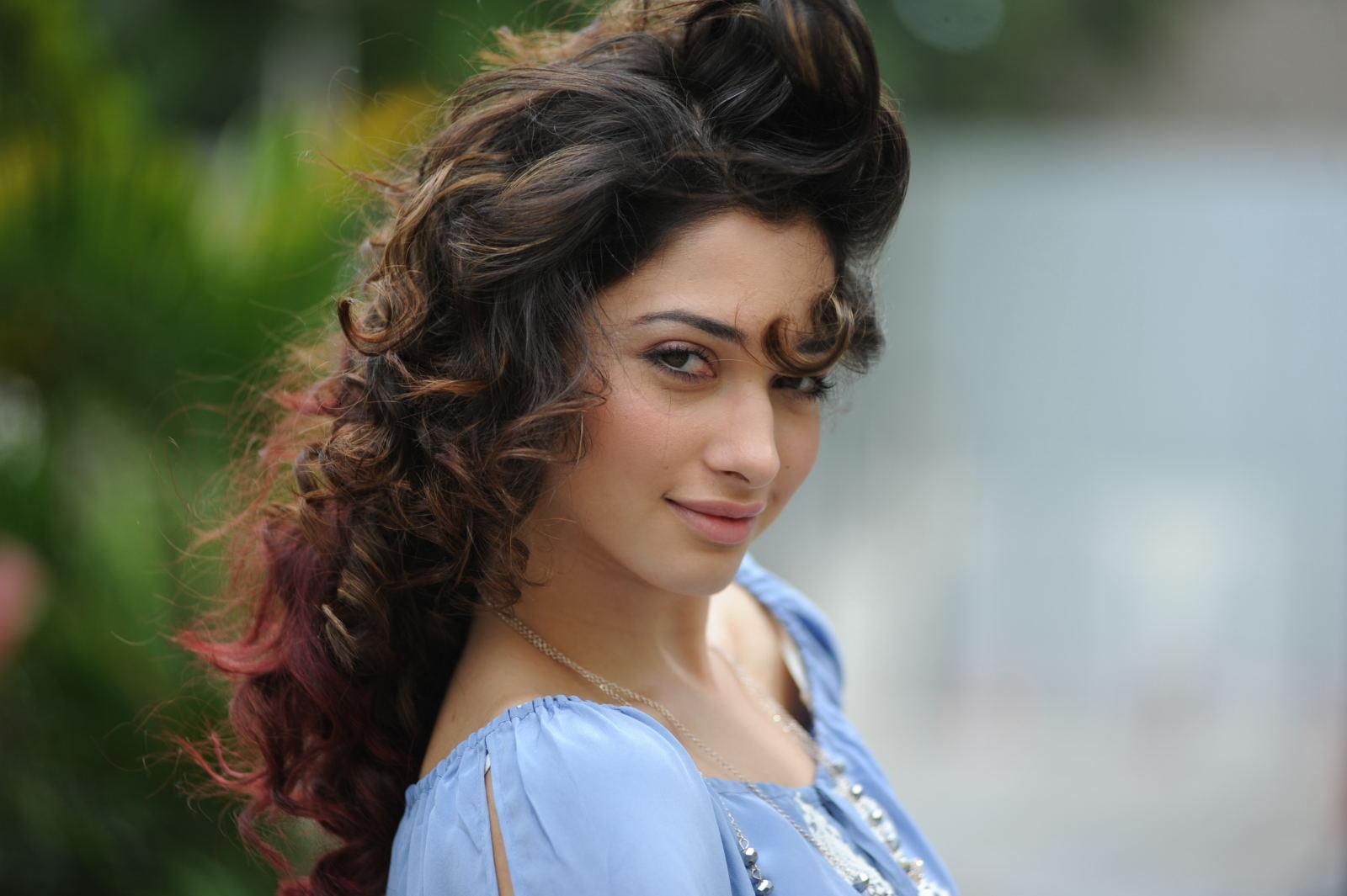 Tamanna Wallpapers Hd Laptop: Tamanna Cute Face Expression Nice Looking Pics-2