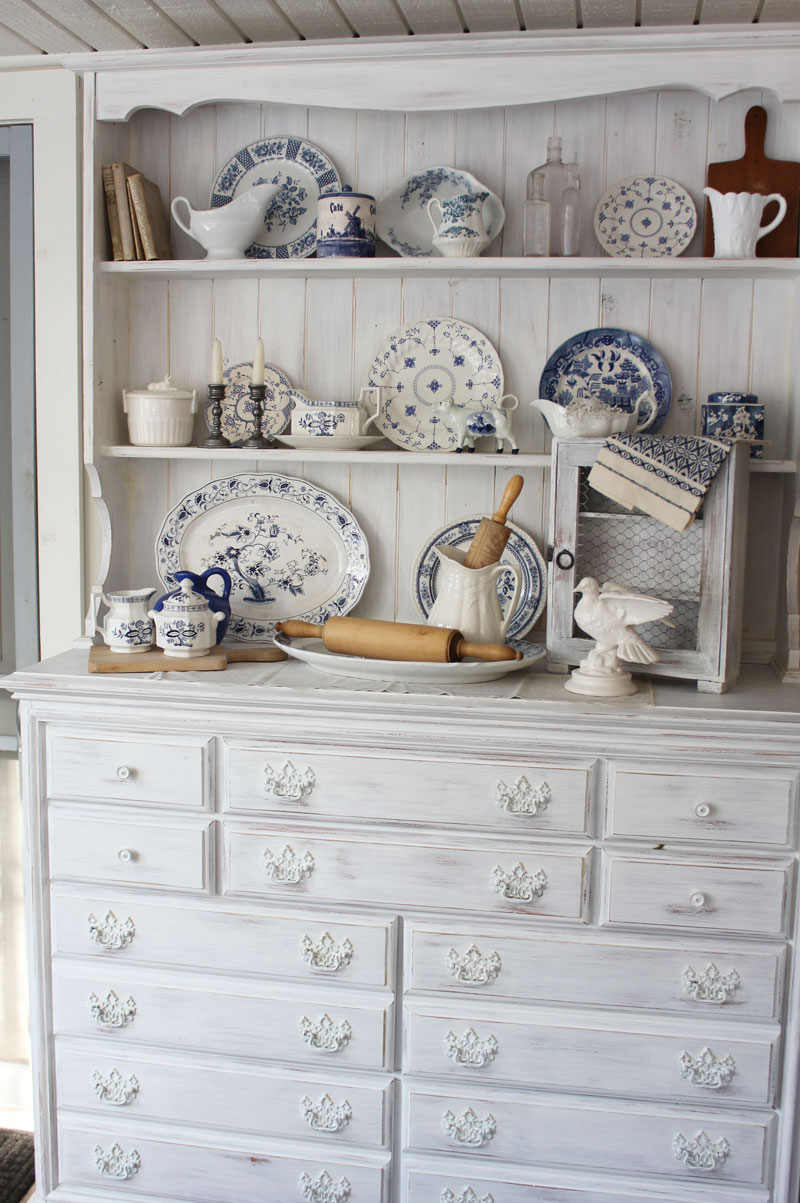 Itsy Bits and Pieces: Blue and White Hutch Decorating