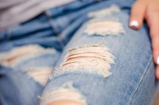 Hướng dẫn làm xước quần jean cực đơn giản trong 5 bước