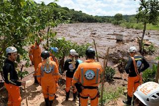 Buscas por vítimas do rompimento da barragem em Brumadinho são retomadas