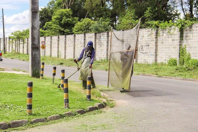 Prefeitura inicia serviços de roçadas e limpeza em espaços públicos
