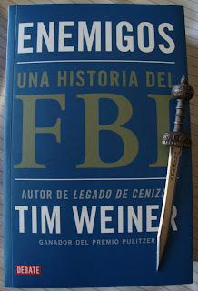 Portada del libro Enemigos. Una historia del FBI, de Tim Weiner