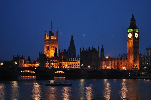 Casas do Parlamento e o Big Ben em Londres