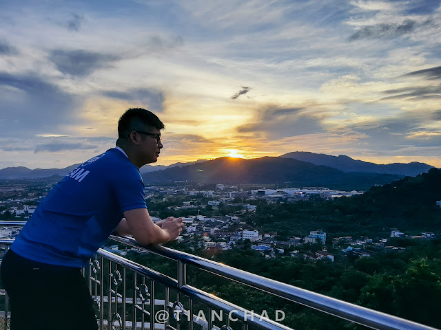 Sunset from Phuket hill top. Go contact this lengzai for best cruise experience @mrvinng Photo captured using Samsung Galaxy A7 (2018) Ultra Wide Angle camera