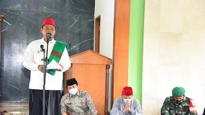 Safari Ramadan, Wagub Jabar Serahkan Bantuan untuk  Dhuafa dan Santri Salafiyah di Garut
