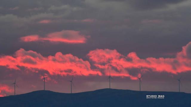 Ηλιοβασίλεμα με έκρηξη χρωμάτων στο Ναύπλιο (βίντεο)