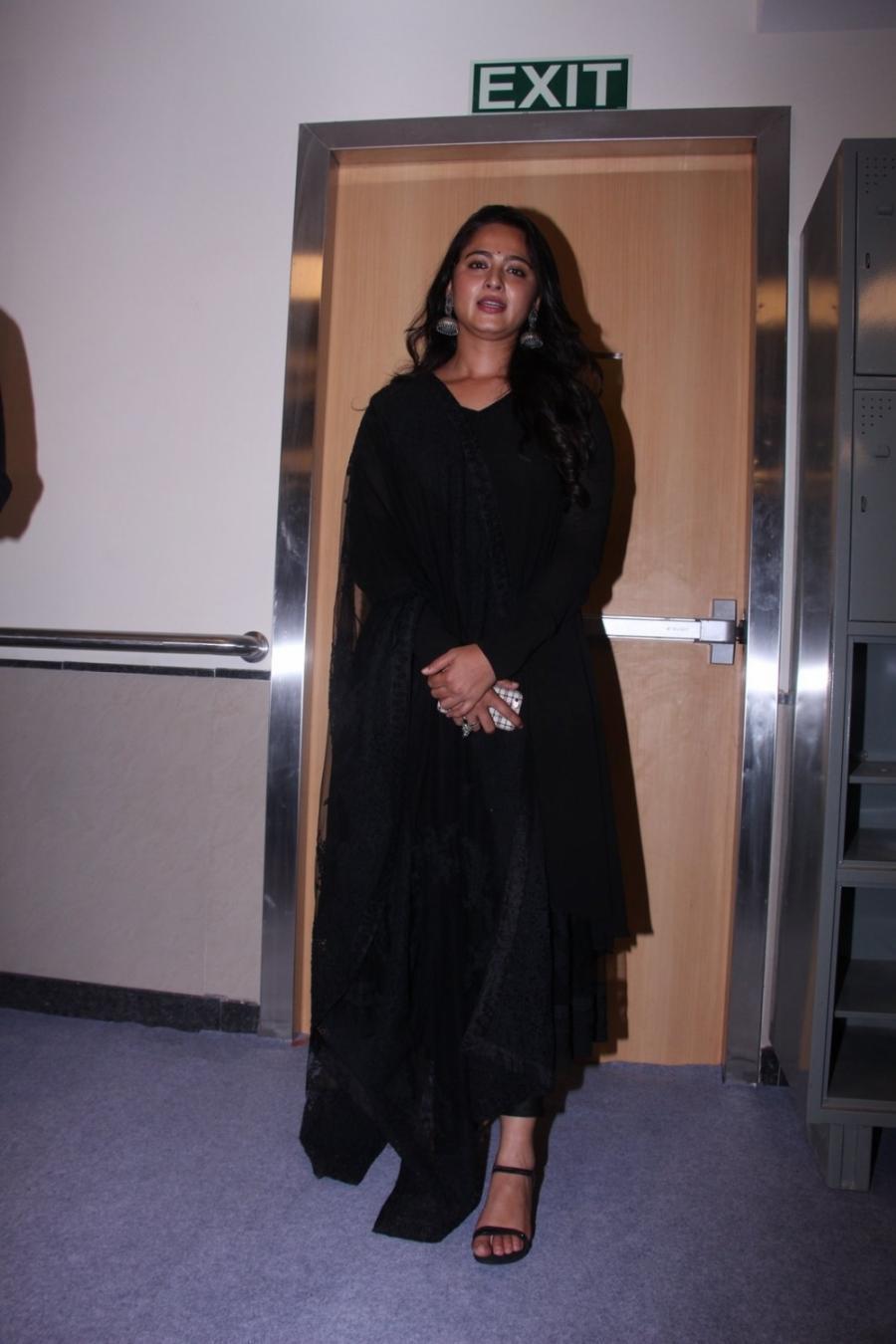 Anushka Shetty Long Hair Photos In Black Dress At Mami 2016