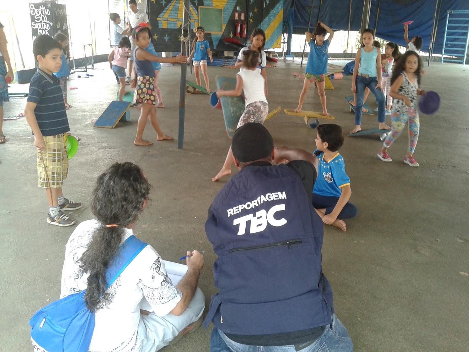 Crianças no Circo Lahetô
