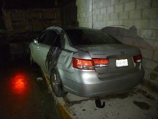De último minuto Abogado salva la vida milagrosamente al chocar su carro con un poste de luz frente a Block Khouri