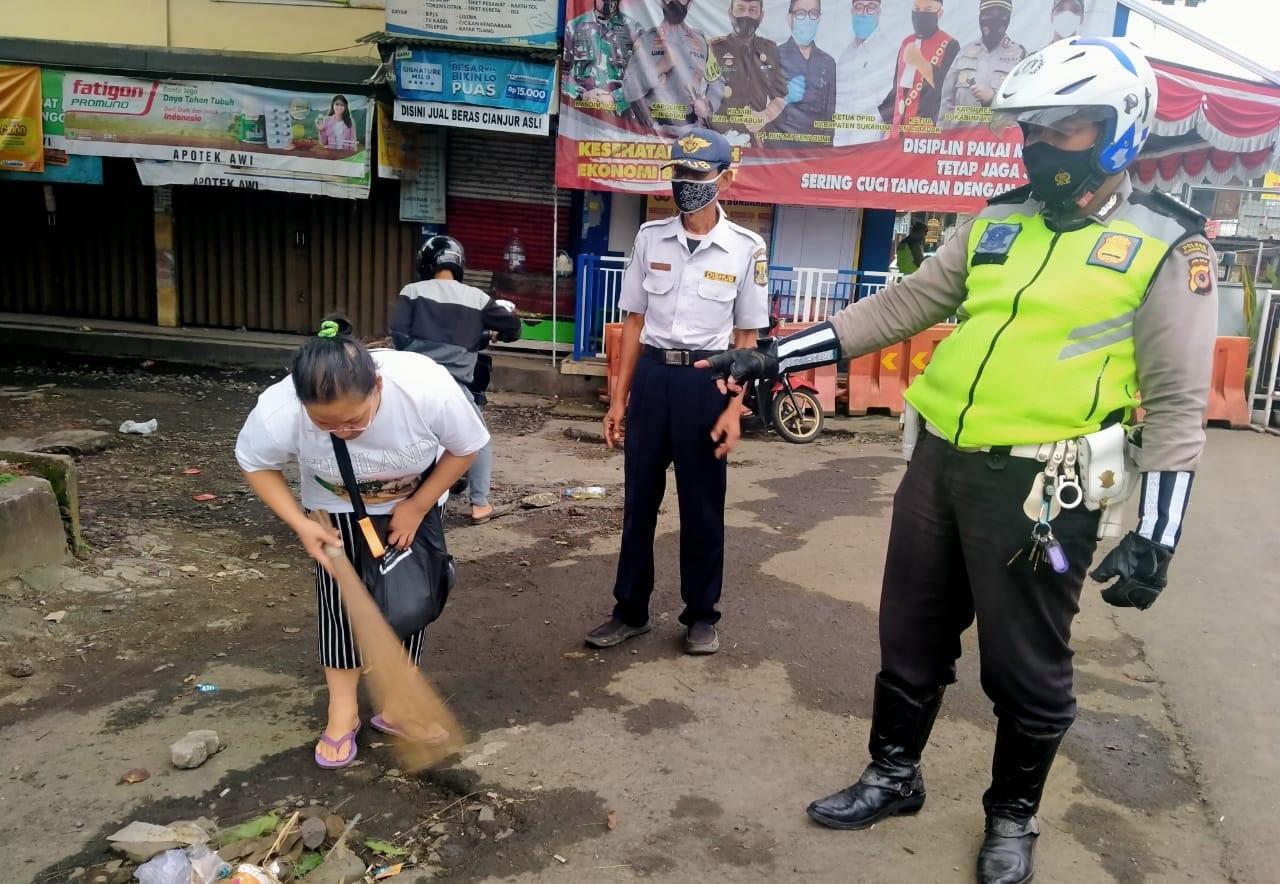 Lalai Tidak Pakai Masker, Belasan Warga Kena Sanksi Sosial Di Sukaraja Sukabumi