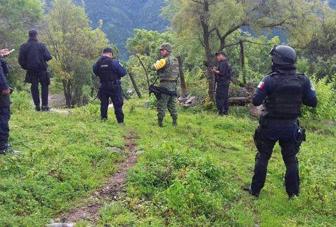 300 sicarios llegaron echando balas y quemaron una casa a las 9 de la noche, llegaron Militares y encontraron plantíos de mariguana