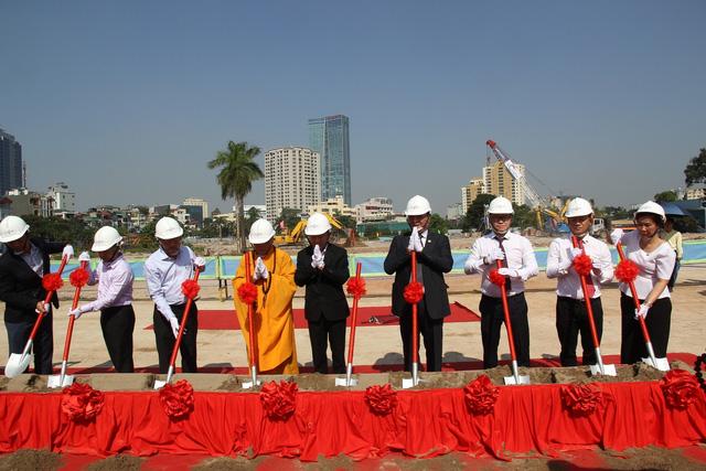 Đại diện lãnh đạo Tập đoàn Tân Hoàng Minh và các đối tác thực hiện nghi thức tại sự kiện