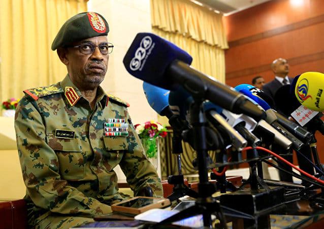 عاجل.. الجيش السوداني ينقلب على نظام البشير ويعلن توليه إدارة البشير لمدة عامين وفرض حالة الطوارئ
