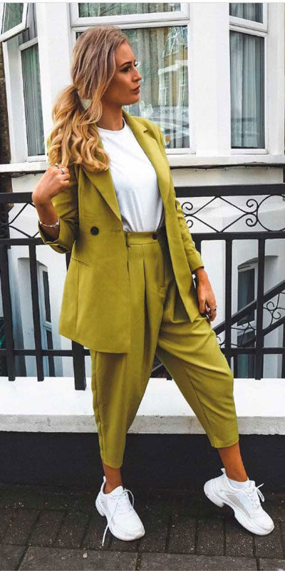 Capture everyone's attention with these latest summer looks. 27 Trending Summer Outfits by Stylish Instagram Influencers. Summer Styles via higiggle.com | blazer dress | #summeroutfits #instagram #style #blazer