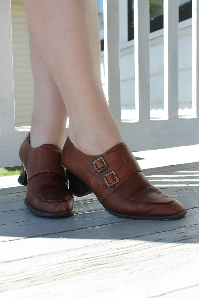 vintage brown buckle shoes 1940s style winter shoes