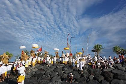 Makna Gelang Tridatu bagi Masyarakat Hindu di Bali