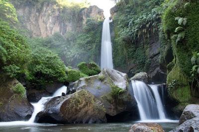 Wisata Alam Hits Air Terjun Rambut Moyo Pasuruan