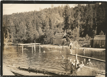 People swimming in the swimming pool in 1920