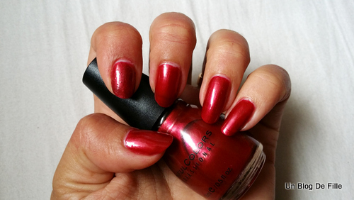 http://unblogdefille.blogspot.fr/2015/08/swatch-fire-red-de-sinful-colors.html