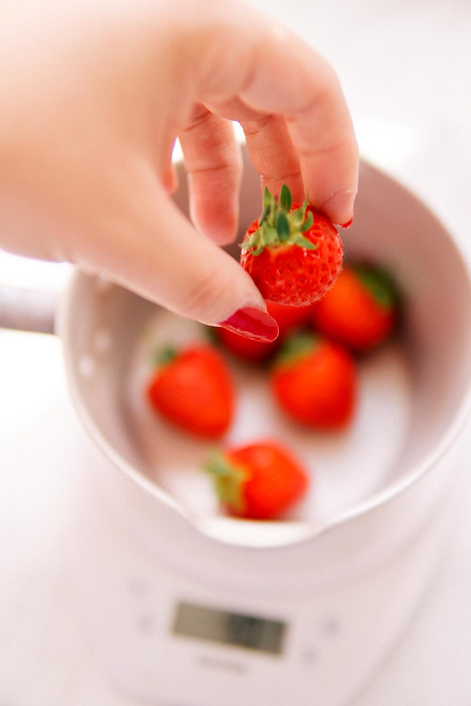 strawberry-rose-naked-cake-recipe-food-photography