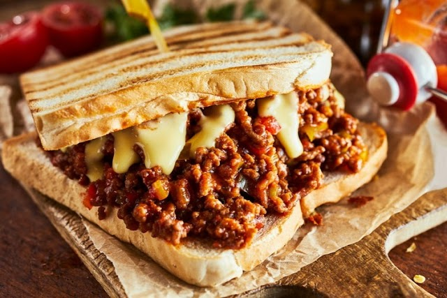 Minced meat sandwich with cheese and mushroom