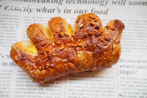 手の形のパン