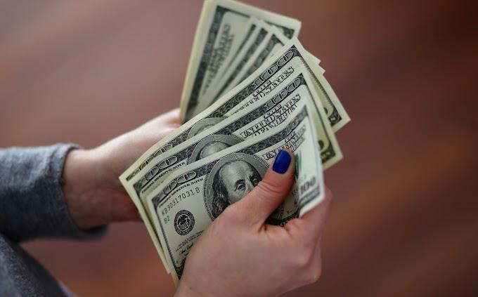 FOREX-El dólar toca un mínimo de más de 2 años mientras los operadores empujan los largos del euro a un máximo histórico
