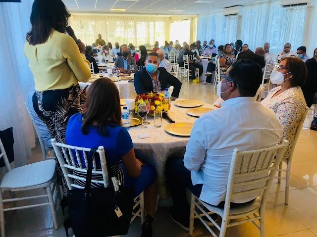 Senador Franklin Rodríguez agasaja periodistas de San Cristóbal