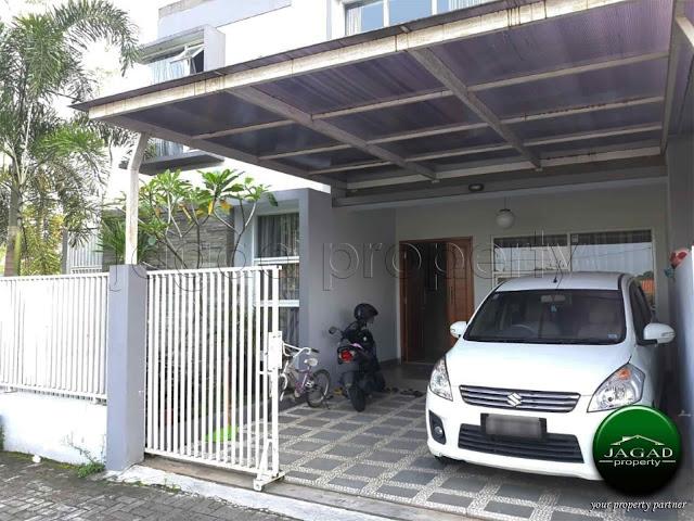 Rumah 2 Lantai di jalan Gito Gati