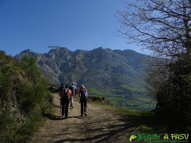 Camino de Pelúgano a Peña Mea