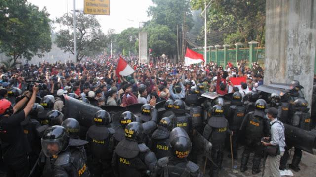 Anak STM Demo, Aktivis Hukum: Yang Tak Bergerak Cuma Pendukung Rezim