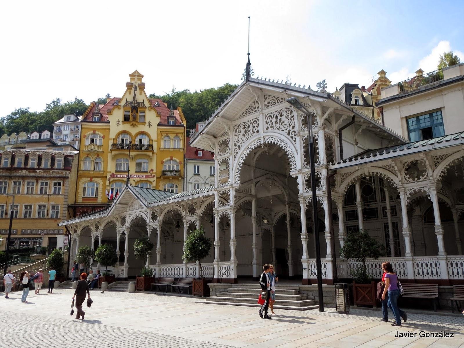 Karlovy Vary. Fuentes y templetes