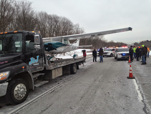 Small plane lands on Route 23 in West Milford
