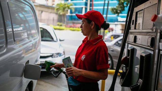 Gasolina por jabón: el insólito trueque al que recurren los venezolanos