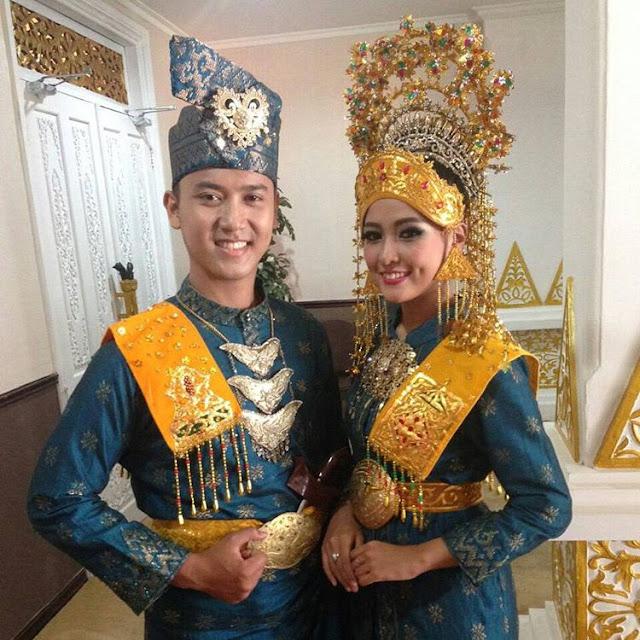 Pakaian Adat Riau, Ulasan Lengkap Nama, Gambar dan ...