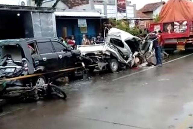 Kecelakaan Beruntun Libatkan 5 Kendaraan di Jalan Lingkar Kudus, 6 Luka