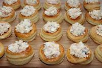 волованы, волованы десертные, волованы закусочные, выпечка, десерты праздничные, закуски праздничные, из теста, коллекция рецептов, крем заварной, пирожные, рецепты, пирожные слоёные, слойки, тесто слоеное, волованы с творогом, закуски творожные, закуски с творогом, творог, творог соленый, закуски, волованы с сыром, закуски с сыром, сыр адыгейский, рикотта, брынза, http://eda.parafraz.space/