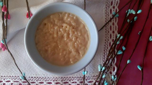 Arroz con leche de soja y chocolate blanco. Bebida vegetal. Postres sencillos, fáciles, rápidos, fresquitos, de verano, sin horno. Cuca