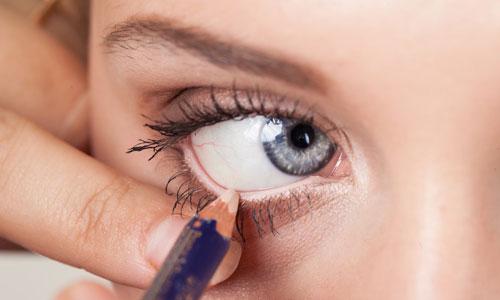 Cómo delinear los ojos en la línea de agua