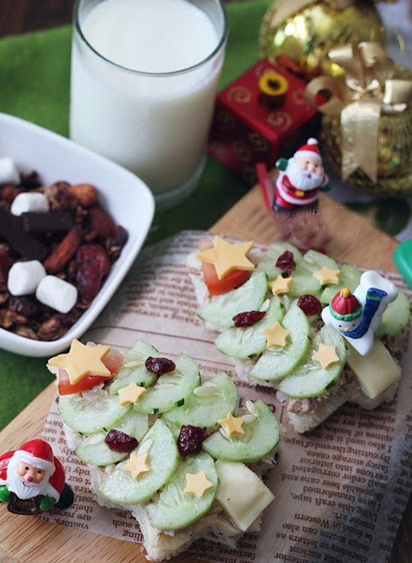Bánh sandwich hình cây thông Noel