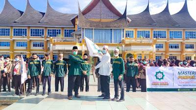 Rombongan Mastering Tahfizh Camp I Pesantren Darul Hikmah Dilepas Bupati Hamsuardi