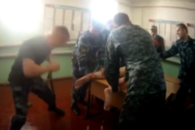 «Закрывали лицо рукой»: суд арестовал пять сотрудников ярославской колонии по делу об избиении