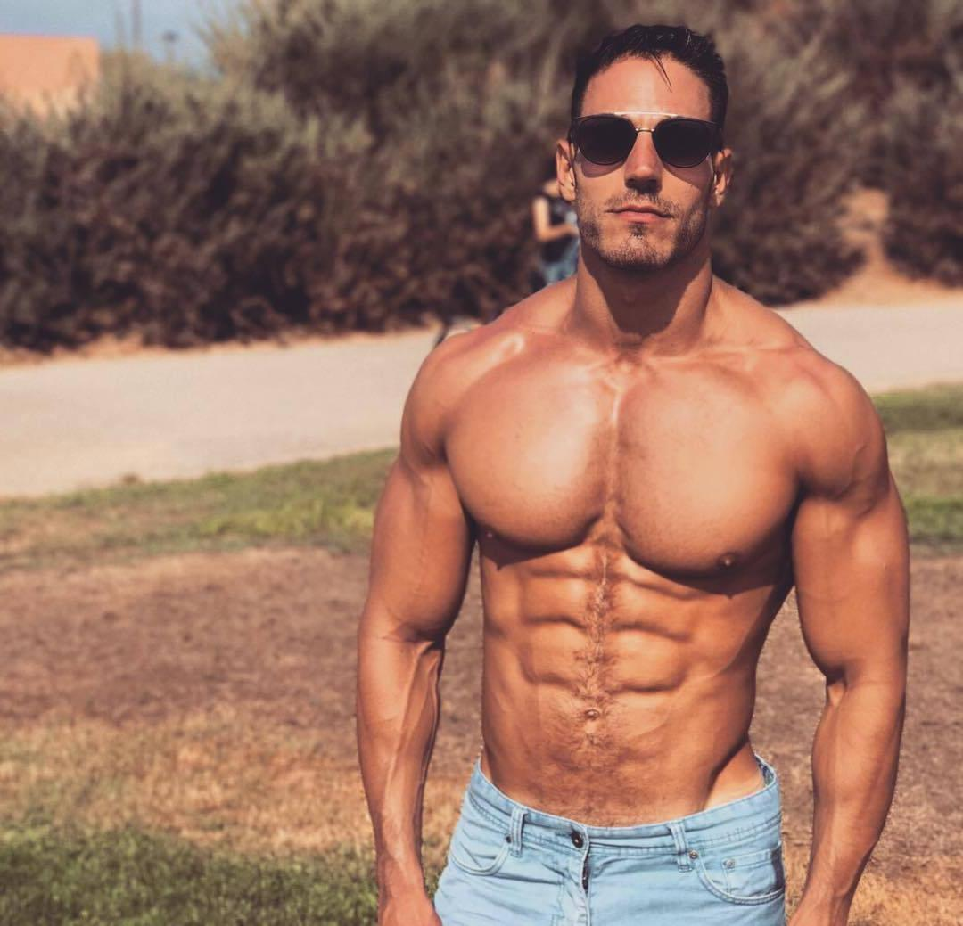 fit-shirtless-hunk-muscle-pecs-lluis-tura-abs-sunglasses