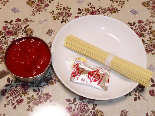トマト缶を使ってマルタイラーメンしょうゆ味(棒ラーメン)をアレンジしてみる