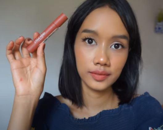 lipstik untuk bibir kering, lipstik low budget, lipstik bagus, lipstik tahan lama, make up, warna lipstik yang bagus