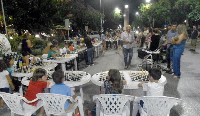 Με μεγάλη επιτυχία οι αγώνες σκάκι του Εθνικού στην παραλιακή της Αλεξανδρούπολης